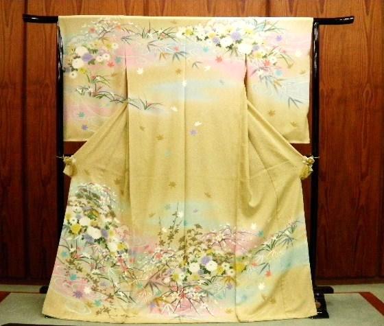 徳島・きもの 婦久や~小松島・阿南・那賀郡・海部郡・板野~結婚式の着物(留袖・色留袖・訪問着・付け下げ・色無地・袋帯)揃えてございます。
