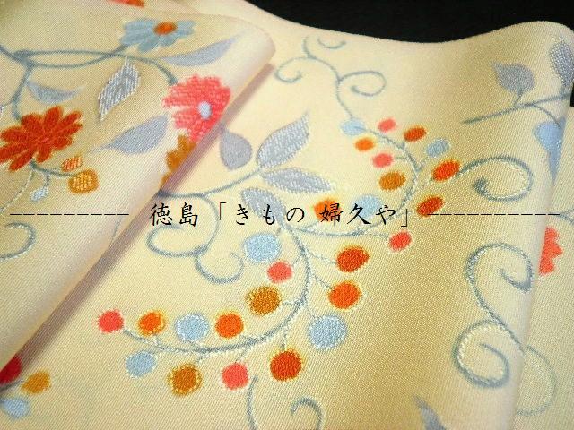 徳島そごうから徒歩5分「きもの 婦久や(ふくや)」です。ゆめタウンやイオンなどで、着物をご購入されているお客様、当店の小紋をご覧下さい。当店は、若い方の上品な手描き小紋・かわいい手描き小紋・てがきの小紋も販売しております。